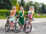 На велосипедах только девушки